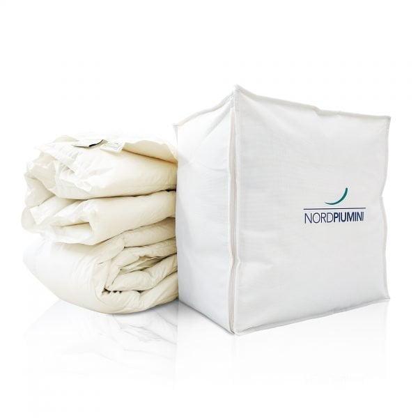 Piumone in piuma con sacco contenitore in cotone Biorganic